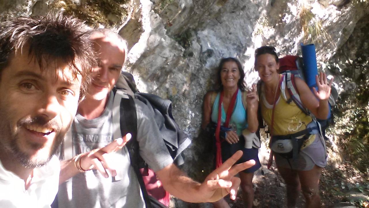 Des Pèlerins sur le GR653 entre Sarrance et Bedous