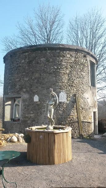 La Tour Avant Travaux Avec le Bassin aquatique et sa Vénus